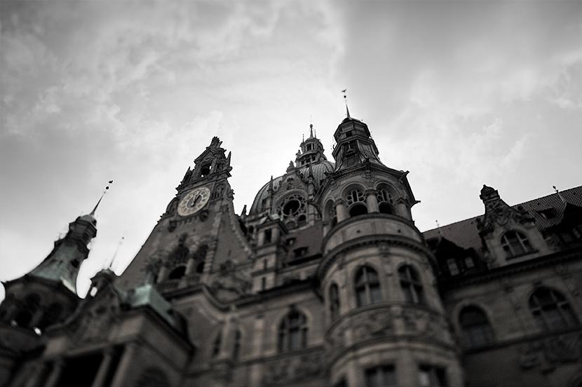 Das Neue Rathaus in Hannover mit Halloween-Atmosphäre
